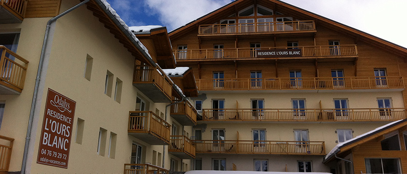 france_les-2-alpes_lours_blanc_apartments_exterior2.jpg